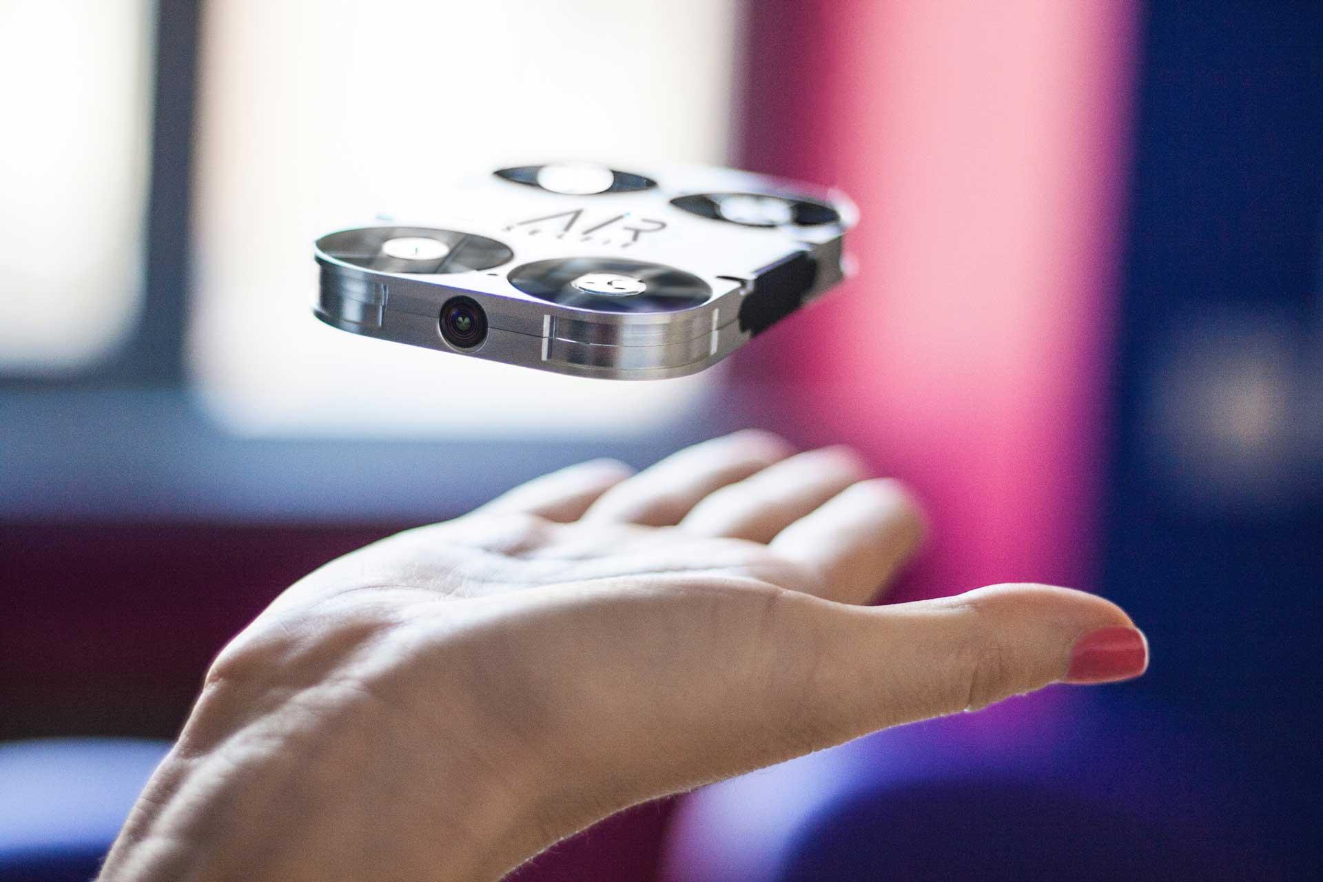 Airselfie: il minidrone fotocamera che dorme in una cover