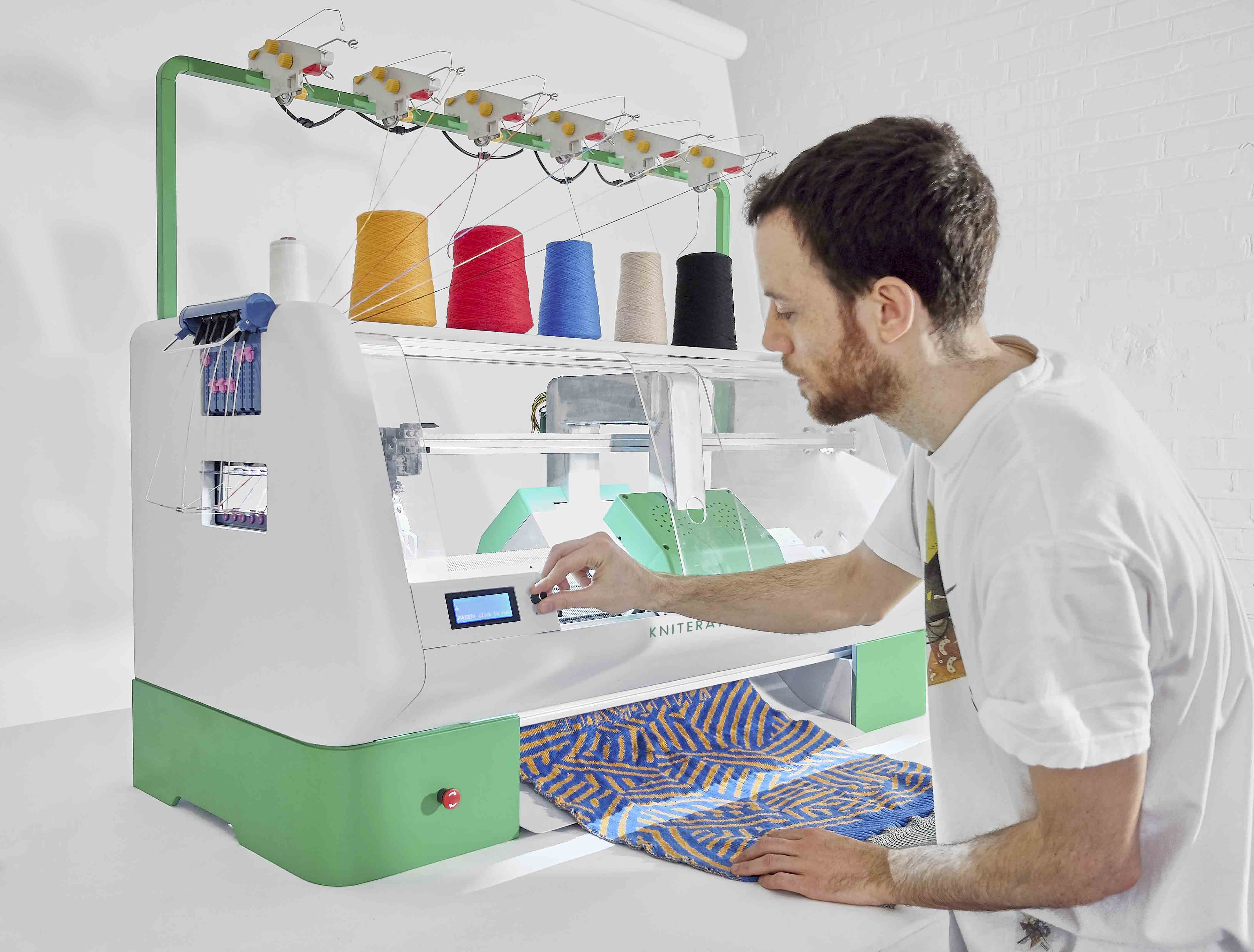 Kniterate, la macchina che crea vestiti a maglia